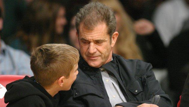 Mel Gibson mit seinem Sohn Tommy. Insgesamt hat der Star acht Kinder. (Bild: Viennareport)