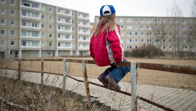 408.000 Kinder sind in Österreich armutsgefährdet (Bild: APA/dpa-Zentralbild/Patrick Pleul (Symbolbild))
