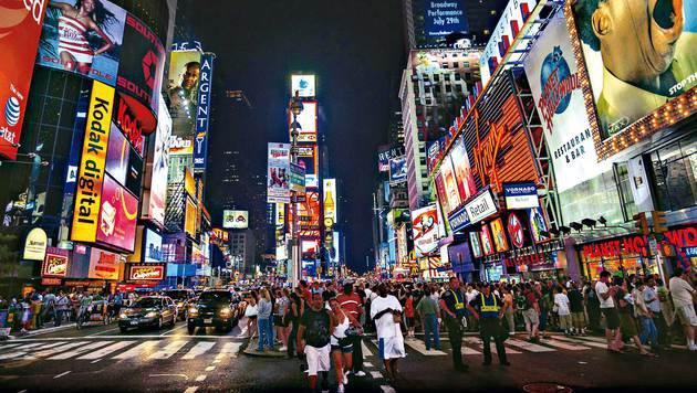 Pulsierendes Zentrum: der Times Square bei Nacht (Bild: Mauritius)