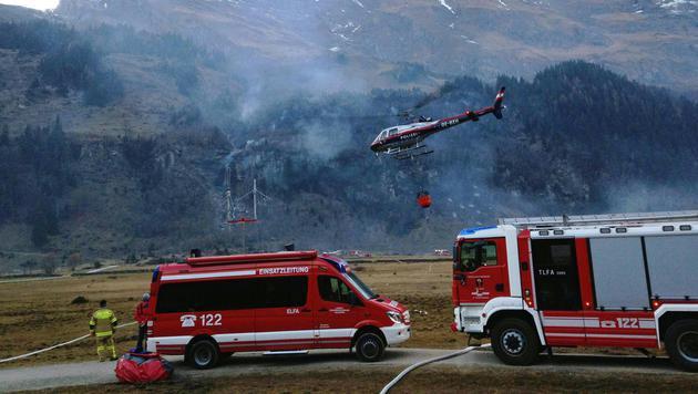 Waldbrand hält Salzburger Feuerwehr in Atem (Bild: APA/WWW.FFKAPRUN.AT/FF-KAPRUN)