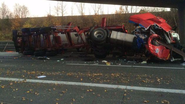 Lkw-Fahrer bei Auffahrunfall schwer verletzt (Bild: ÖAMTC)
