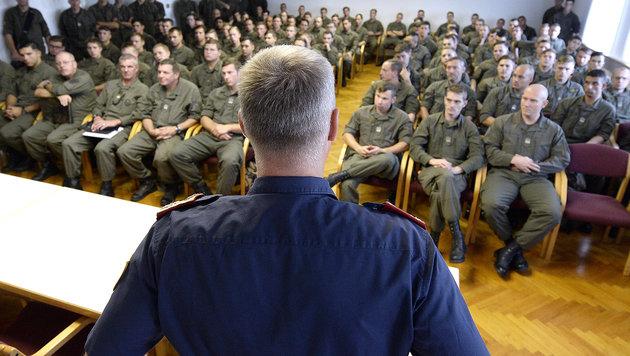 300 Soldaten werden in 180 Tagen zu Polizisten (Bild: APA/ROBERT JAEGER)