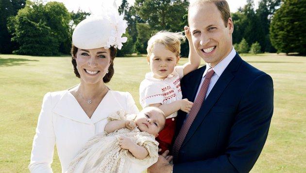 Kate und William mit Prinz George und Baby Charlotte (Bild: AP)