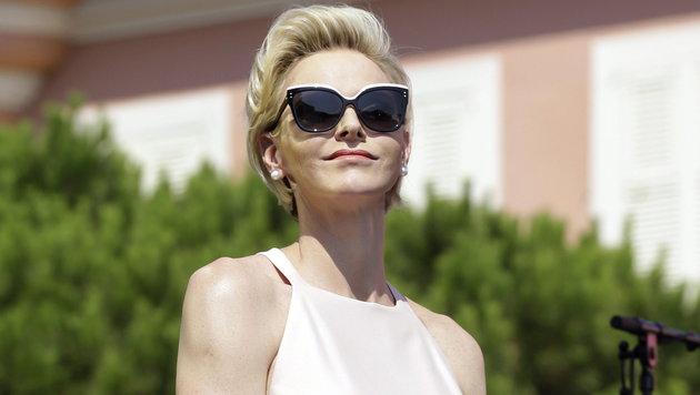 Fürstine Charlene: Sie hat sich mit den Zwillingen Gabriella und Jacques auf Korsika zurückgezogen. (Bild: APA/EPA/LIONEL CIRONNEAU / POOL)