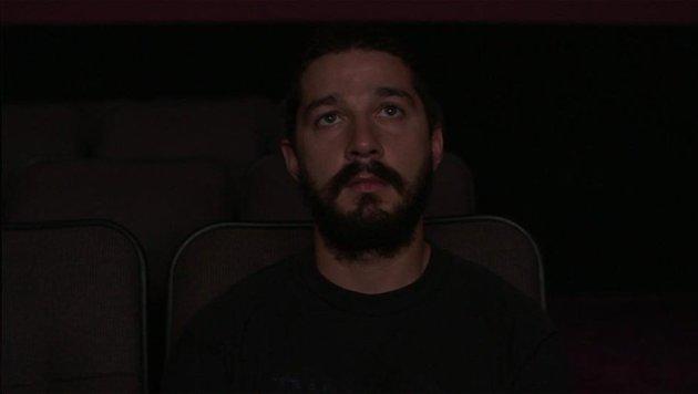 Shia LaBeouf kann im Livestream beim Anschauen seiner 30 Filme beobachtet werden. (Bild: NewHive)