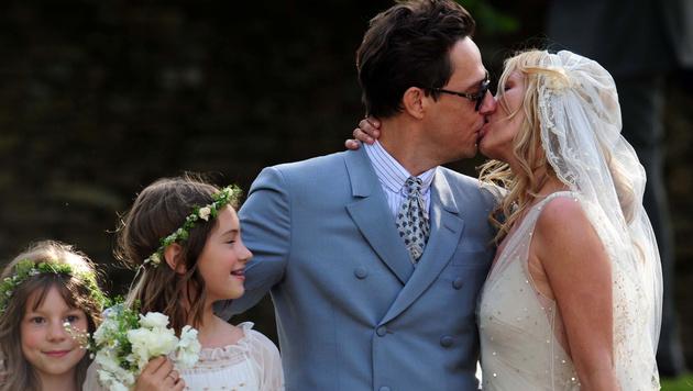 Kate Moss und Jamie Hince bei ihrer Hochzeit im Jahr 2011 (Bild: RUI VIEIRA/EPA/picturedesk.com)