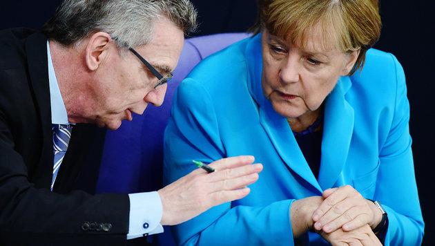 Thomas de Maiziere, Angela Merkel (Bild: AFP)