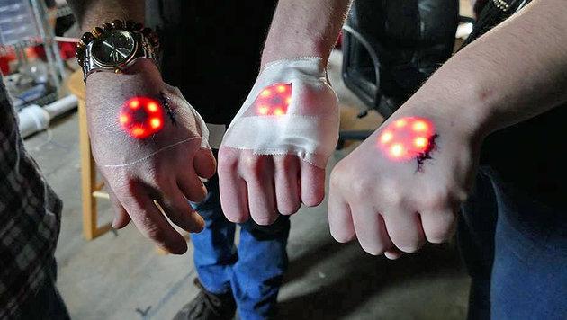 Biohacker lassen sich LEDs in die Hand einpflanzen (Bild: facebook.com/GrindhouseWetware)