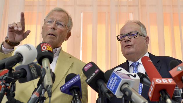 Flüchtlingskoordinator Christian Konrad (rechts) und sein engster Mitarbeiter Ferdinand Maier (Bild: APA/HERBERT NEUBAUER)