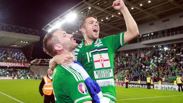 Gareth McAuley, Jamie Ward (Bild: AP)