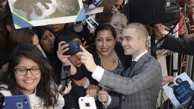 Noch schnell ein Selfie mit den Fans... (Bild: APA/EPA/MIKE NELSON)