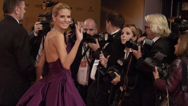 Heidi Klum umringt von Fotografen (Bild: AFP)