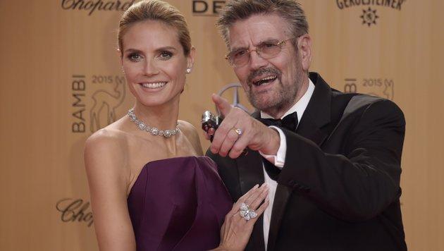 Heidi Klum neben ihrem Vater Günther (Bild: AFP)