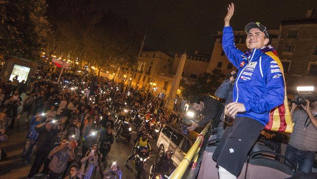Lorenzo erlitt bei WM-Feier Verbrennungen am Bein (Bild: APA/EPA/CATI CLADERA)