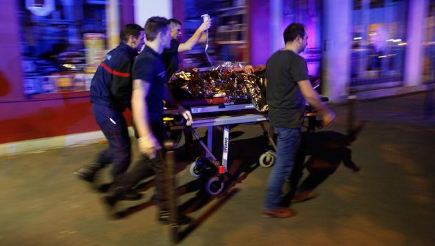 Tiroler (20) in Paris von Terroristen angeschossen (Bild: AP)