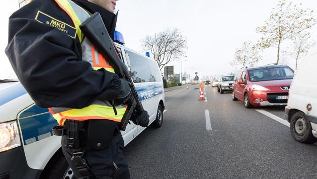 Versch�rfte Kontrollen an der franz�sisch-deutschen Grenze (Bild: APA/EPA/PATRICK SEEGER)