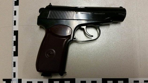 Mit dieser Softgun war der Serienräuber bewaffnet. (Bild: APA/POLIZEI)
