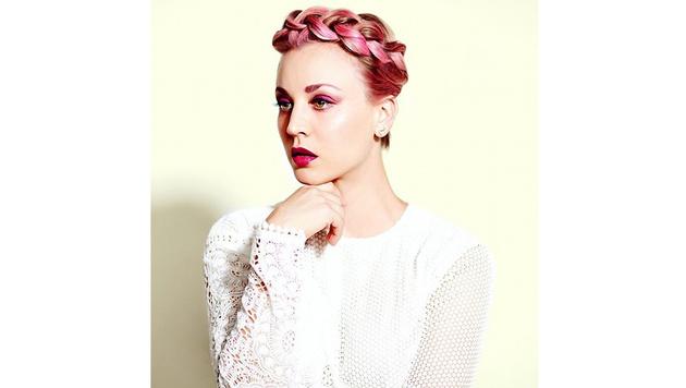 Kaley Cuoco ließ sich vor Kurzem rosa Haare stehen. (Bild: Viennareport)