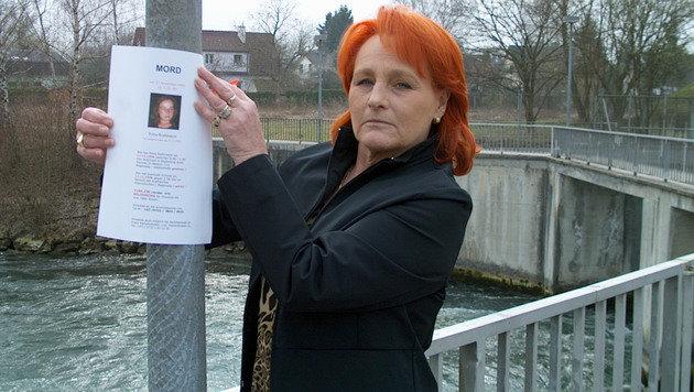 Petras Mutter wollte mit Plakaten den Mörder ihrer Tochter finden.
