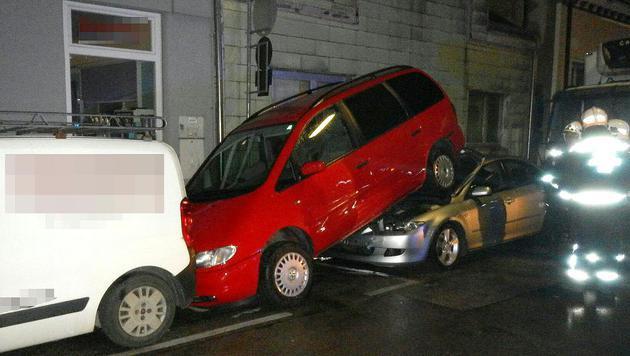 Beim Unfall in Liesing stapelten sich die Autos. (Bild: APA/MA 68 LICHTBILDSTELLE)