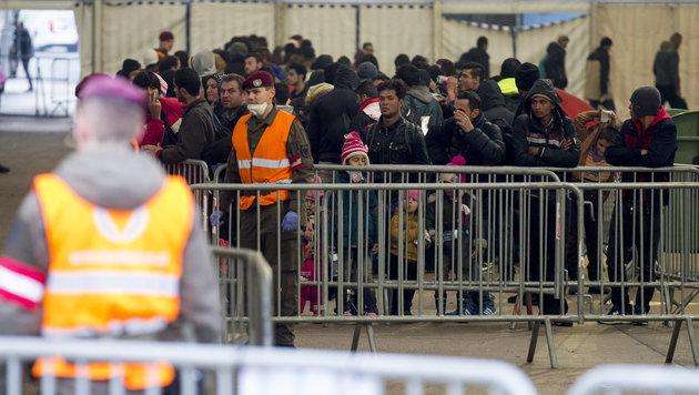 Mikl-Leitner erwägt nun Obergrenze für Flüchtlinge (Bild: APA/ERWIN SCHERIAU)