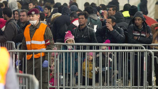 Zahl der Flüchtlinge in Spielfeld steigt weiter an (Bild: APA/ERWIN SCHERIAU)