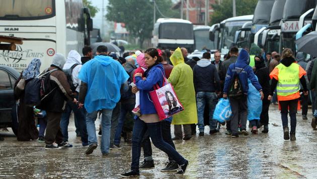 Flüchtlinge in der serbischen Stadt Presevo (Bild: APA/EPA/DJORDJE SAVIC)