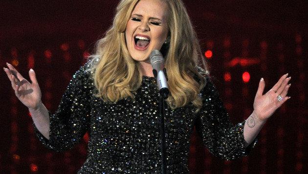 Adeles neuer Bodyguard macht Frauen schwach (Bild: AP)