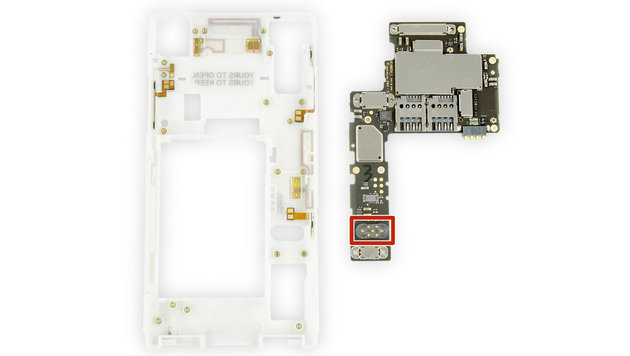 Das AT&S-Mainboard im Fairphone hat dank USB-2-Connector Platz für zukünftige Erweiterungen. (Bild: ifixit.com)