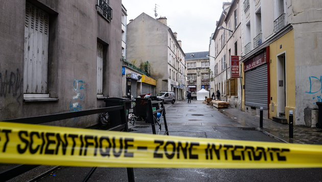 Frankreich setzt Menschenrechtskonvention aus (Bild: APA/EPA/CHRISTOPHE PETIT TESSON)