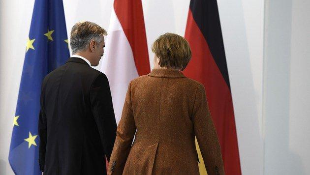 """Faymann gegen """"Wettbewerb um höchsten Zaun"""" (Bild: AFP)"""