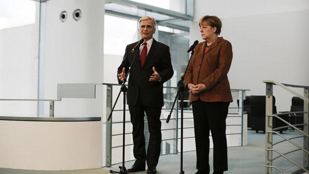 """Faymann gegen """"Wettbewerb um höchsten Zaun"""" (Bild: AP)"""