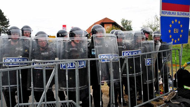 Slowenien verschärft seine Flüchtlingspolitik (Bild: APA/EPA/IGOR KUPLJENIK)