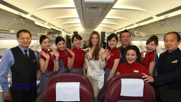 """Diese Crew kümmert sich während der Reise um """"Miss Austria"""" Annika Grill. (Bild: MAC)"""
