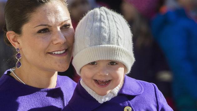 Victoria von Schweden mit Tochter Estelle (Bild: APA/EPA/JONAS EKSTROMER)