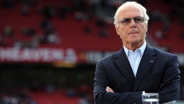 Franz Beckenbauer kassierte für WM 2006 5,5 Mio. € (Bild: APA/AFP/PATRIK STOLLARZ)