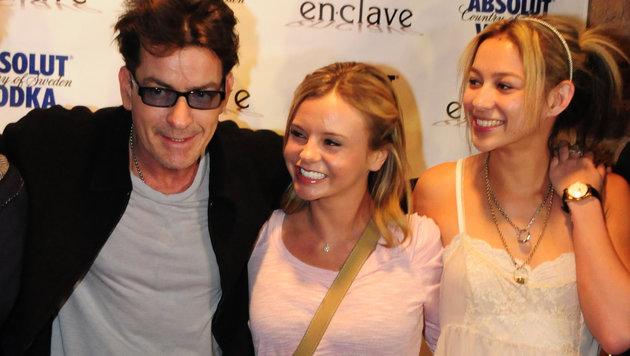 Charlie Sheen und seine Exfreundinnen Bree und Natalie (Bild: Viennareport)