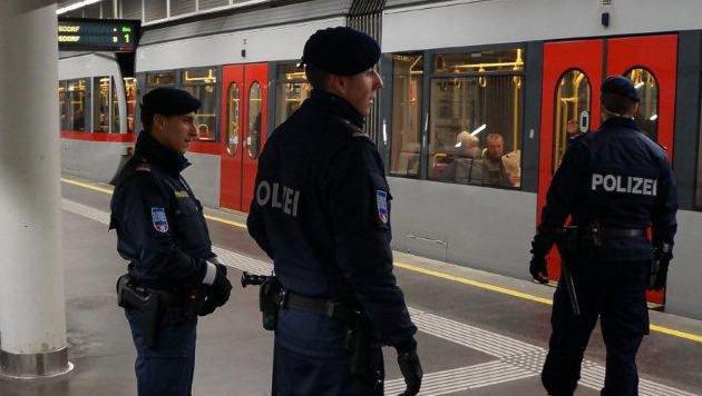 Wien: Verstärkte Polizeikontrollen zu Weihnachten (Bild: Kronen Zeitung)