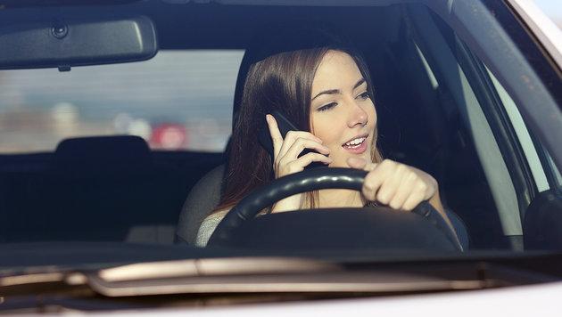 Vier von zehn Verkehrsunfällen wegen Ablenkung (Bild: thinkstockphotos.de)