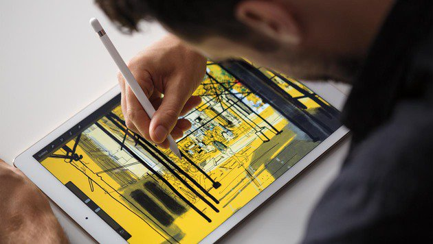 Insbesondere Grafiker dürften sich über den neuen, optional erhältlichen Eingabestift freuen. (Bild: Apple)
