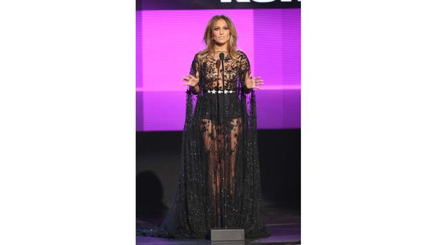 Aber auch sonst ließ J. Lo an diesem Abend tief blicken. (Bild: Matt Sayles/Invision/AP)