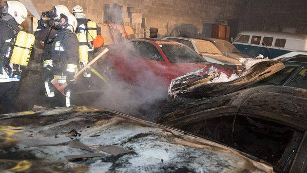 Acht Autos standen in Flammen. (Bild: BFKDO Hollabrunn)