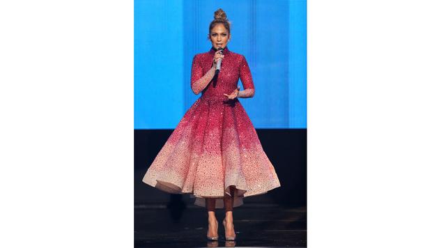 Im rosa Glitzerkleid brachte die Sängerin Glamour nach Los Angeles. (Bild: Matt Sayles/Invision/AP)