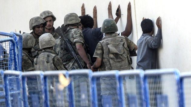 An der türkisch-syrischen Grenze werden kaum noch Flüchtlinge ins Land gelassen. (Bild: APA/AFP/BULENT KILIC)