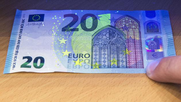 Neue 20-Euro-Banknoten im Umlauf (Bild: AP)
