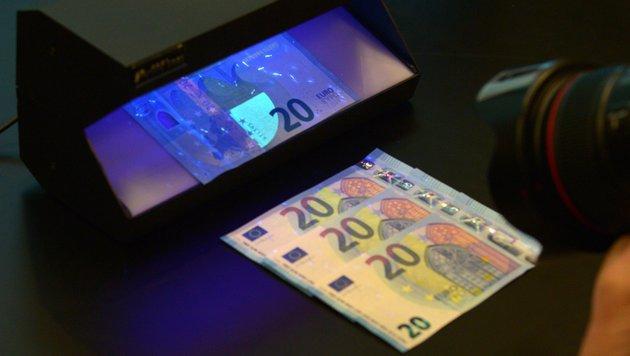 Neue 20-Euro-Banknoten im Umlauf (Bild: AFP)