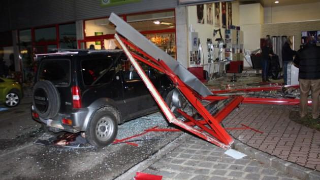 Mit Auto in Friseursalon gerast: Einweisung (Bild: FF Hofstetten-Grünau)