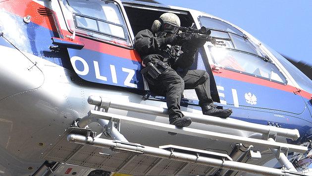 So rüstet Mikl-Leitner Polizei und Cobra auf (Bild: APA/ROBERT JAEGER)