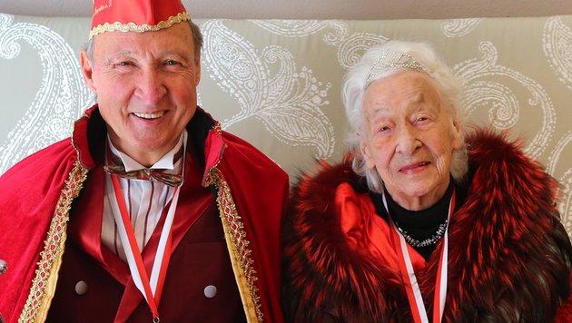 Verein kürte 100-Jährige zur Faschingsprinzessin (Bild: EPA/dpa/Karl-Josef Hildenbrand)