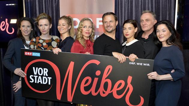 """Der Cast der """"Vorstadtweiber"""" bei der Präsentation der zweiten Staffel (Bild: APA/HERBERT NEUBAUER)"""